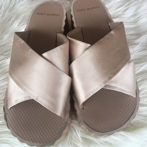 ✅SOLD✅✅Tory Burch scallop blush wedge